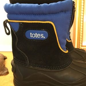 Totes boys boots
